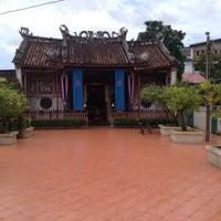 Photo taken at ศาลเจ้าแม่กวนอิมเกียนอันเกง (Kian Un Keng Shrine) 恩很好 by Nunthawipa A. on 8/18/2012