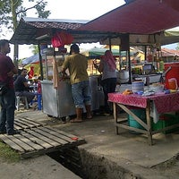 Photo taken at Kedai Bawah Pokok by Che N. on 7/16/2012