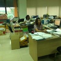 รูปภาพถ่ายที่ สำนักงานสรรพากรนนทบุรี โดย Toon W. เมื่อ 1/19/2012