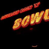 Foto tirada no(a) Diversey River Bowl por Phil F. em 1/31/2012