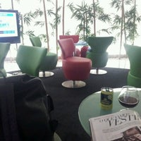 Photo taken at Lounge ANA by Thaís T. on 8/24/2012
