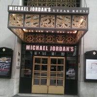 Das Foto wurde bei Michael Jordan's Steak House Chicago von Sean Chunky N. am 10/17/2011 aufgenommen