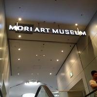 Снимок сделан в Mori Art Museum пользователем Hirobumi K. 5/27/2012