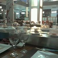 Photo taken at Restaurante Japonés Sakura VII by Alejandro H. on 10/22/2011