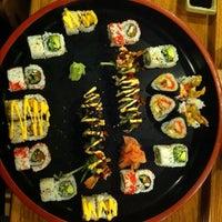 Photo prise au Akashi Japanese Grill & Sushi Bar par Cameron s. le10/14/2011