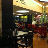 Photo taken at Eddie Fine Burgers by Rodrigo P. on 4/5/2011