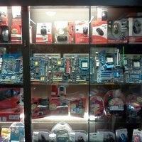 Foto tirada no(a) Matron Informática por Janor J. em 11/25/2011