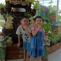 Photo taken at ISUZU UNG NGUAN TAI กัลปพฤกษ์ by arissa e. on 4/12/2011
