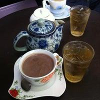 7/31/2012 tarihinde AuTo™ziyaretçi tarafından ร้านกาแฟไม้หมอนกรมอู่ทหารเรือ'de çekilen fotoğraf