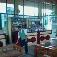Photo taken at Glenloch Tea Factory by Tilan W. on 12/24/2011
