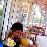 Photo taken at パティシェリーモンシュシュ 札幌円山店 by Nobukatsu Y. on 8/26/2012