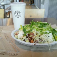 Photo taken at Chipotle Mexican Grill by James S. Y. on 1/19/2012