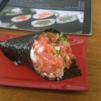 Foto tirada no(a) Kony Sushi Bar por Rebeca M. em 9/12/2011