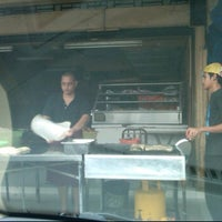 Photo taken at (Restoran Rafi) Murtabak Tomok Kg. Melayu by Izzuddin S. on 2/1/2012