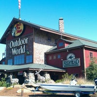 Photo taken at Bass Pro Shops Outdoor World by Melissa H. on 9/28/2011