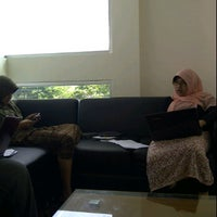 Photo taken at Perpustakaan Pusat UII by Melati on 11/11/2011