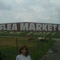 รูปภาพถ่ายที่ World's Awesome Flea Market โดย Jenny A. เมื่อ 7/20/2012