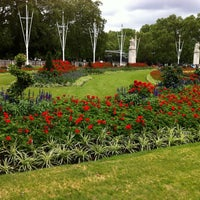 Photo taken at Buckingham Palace Gardens by Marcelo Y. on 7/19/2012