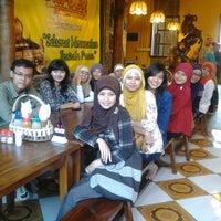Photo taken at Dapoer Nusantara by Devi K. on 7/25/2012