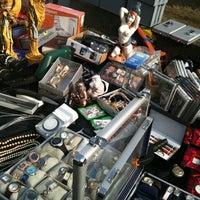 Das Foto wurde bei Flohmarkt Am Hohen Ufer von Alice am 3/13/2011 aufgenommen