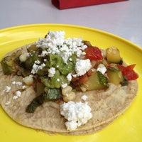 Foto tirada no(a) Tacos Hola! por Nats C. em 8/25/2012