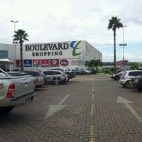 Foto tirada no(a) Boulevard Shopping por Ismael N. em 3/15/2012