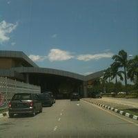 Photo taken at Terminal 2 by 📶 Seli Ngau ™ 🇺🇸 on 8/28/2012