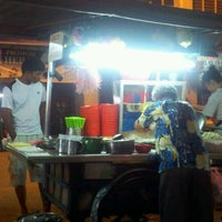 Photo taken at Chulia Street Curry Mee by Jo on 12/1/2011