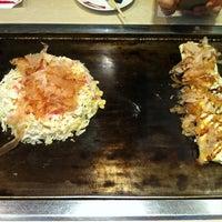 Photo taken at 츠루하시후게츠 (鶴橋風月) by Insung C. on 10/15/2011