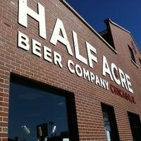รูปภาพถ่ายที่ Half Acre Beer Company โดย Rudi S. เมื่อ 10/3/2011