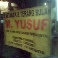 Photo taken at Martabak & Terang Bulan M.Yusuf by Ipha K. on 5/5/2012