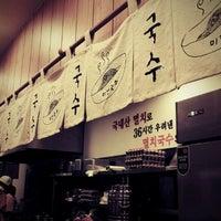 Photo taken at 멸치국수 잘하는집 by 샹스 on 11/23/2011