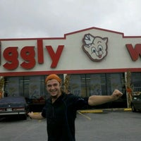 Photo taken at Piggly Wiggly by Robin P. on 10/12/2011