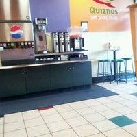 Foto scattata a Quiznos da Scott B. il 3/10/2012
