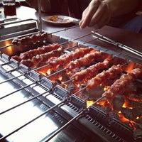 Das Foto wurde bei 延吉丰茂串城 Fengmao BBQ von Kyle X. am 4/10/2012 aufgenommen