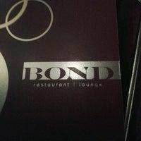 Foto tirada no(a) Bond Restaurant & Lounge por Alexa H. em 4/12/2012