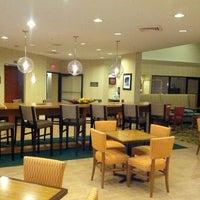 Das Foto wurde bei Hampton Inn & Suites Miami-Doral/Dolphin Mall von Ramiro L. am 6/22/2012 aufgenommen