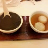 Photo taken at Sweet Bean (糖黐豆) by Jenwin H. on 4/18/2012