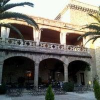 Photo taken at Hotel Parador de Jarandilla de la Vera by Paco Vázquez on 12/28/2011