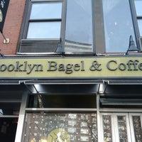 12/22/2011 tarihinde Michael M.ziyaretçi tarafından Brooklyn Bagel & Coffee Co.'de çekilen fotoğraf