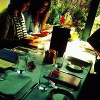 Das Foto wurde bei Serafina von SeattleRevealed am 6/12/2011 aufgenommen