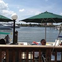 4/1/2012 tarihinde Jessica C.ziyaretçi tarafından Coconuts Bahama Grill'de çekilen fotoğraf