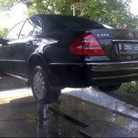 รูปภาพถ่ายที่ Nickon CarWash โดย R.Coni K Yunus เมื่อ 4/16/2012