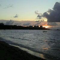 Foto tirada no(a) Praia da Pajuçara por Leonardo M. em 4/14/2012