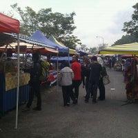 Photo taken at Pasar Ramadhan, Stadium Utama Kangar by M Radzi D. on 8/13/2011