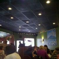 Photo prise au Akashi Japanese Grill & Sushi Bar par Shawn B. le12/2/2011