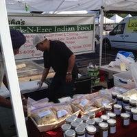 Foto tirada no(a) Urban Harvest Farmers Market por Kat M. em 3/24/2012