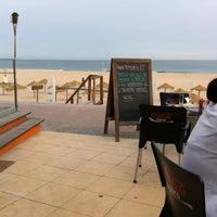 Foto tirada no(a) Windsurf Café por Andre Q. em 5/13/2012
