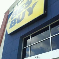 Photo taken at Best Buy by Dean P. on 9/10/2011