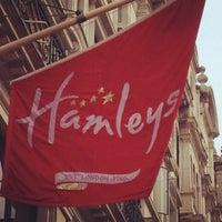 Das Foto wurde bei Hamleys von Martin W. am 5/21/2012 aufgenommen